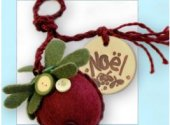Kissing Ball Ornament Fob